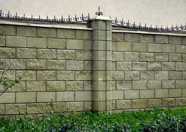 Строим забор из блоков