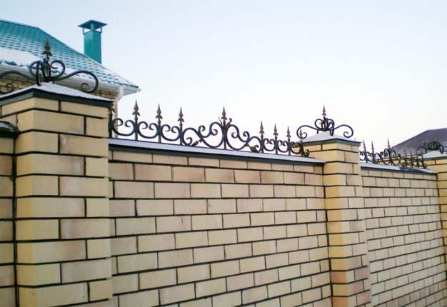Заборы из кирпича в Тольятти